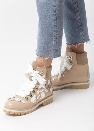 Новые женские осенние бежевые ботинки