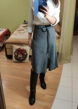 Тренд ассиметричная юбка миди с высокой талией и круглой пряжкой трапеция деми