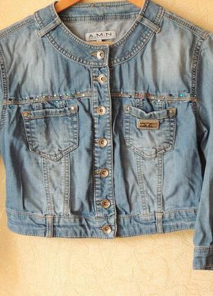 Курточка amn джинсовая легкая со стразами укороченный фасон