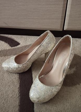 Туфли taccardi молочно-белого цвета