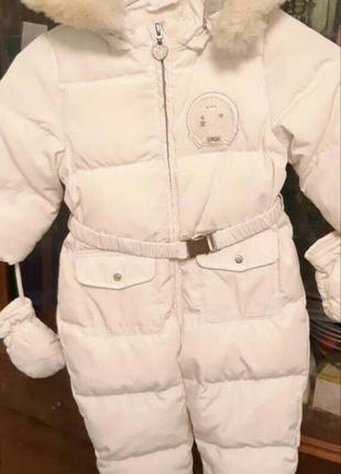 Очень красивый белоснежный зимний комбинезон chicco на девочку