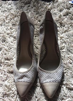 Замшевые серые туфли перфорация