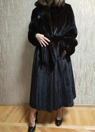 Красивая норковая шуба saga mink