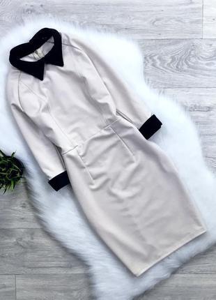 Платье по фигуре с вырезами на манжетах