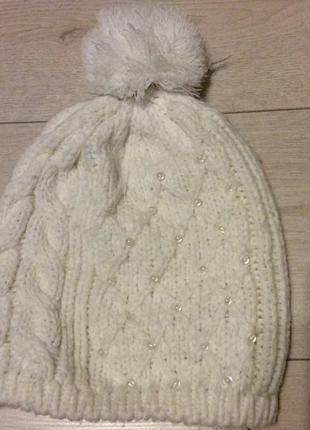 Белая шапка hause