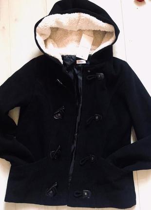 Шикарная драповая курточка с меховым капюшоном