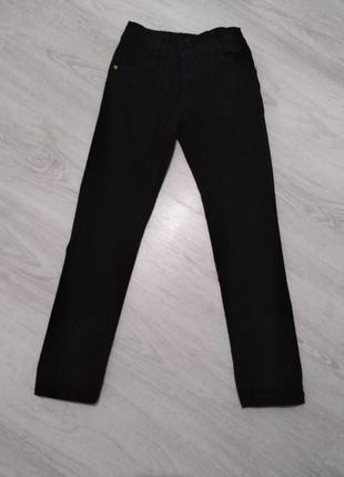 Стильные чёрные джинсы
