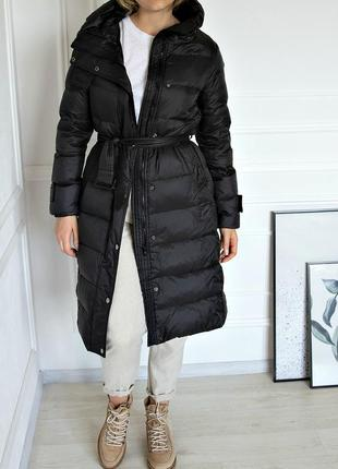 Стеганое пуховое пальто  с поясом на кнопках