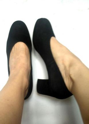 Замшевые туфли на квадратном каблуке