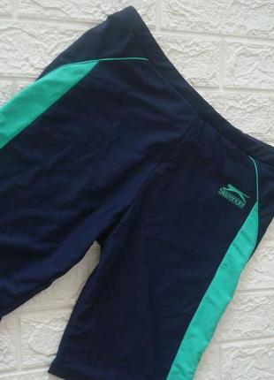 Фирменные спортивные шорты