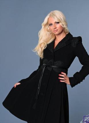 Кашемировое пальто с кружевом