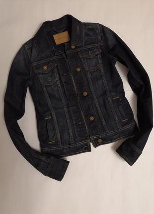 Крутая джинсовая курточка бренда amisu, с лёгкими нежными потёртостями, размер 34
