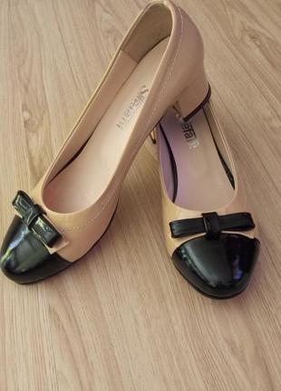 Стильные туфли,с черным носочком,stefani