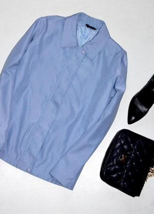 Куртка очень красивого голубого цвета,легкая куртка