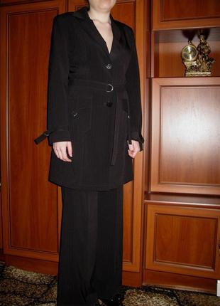Стильный  деловой костюм в мелкую полоску р. 44