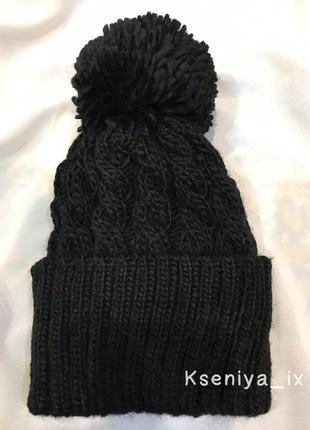 Новая чёрная вязаная шапка с бубоном