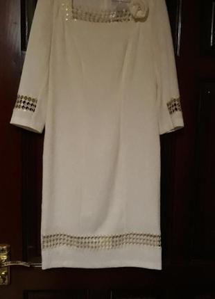Классическое платье молочного цвета
