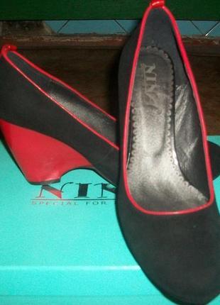 Туфли замшевые новые размер 40!