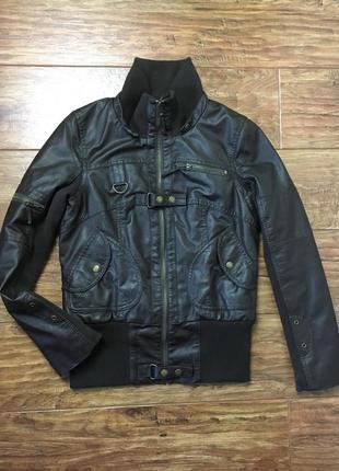 Куртка, кожа, утеплена тонким синтепоном.