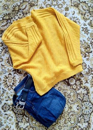 Стильний теплий гірчичний жовтий светр. трендовий колір оверсайз