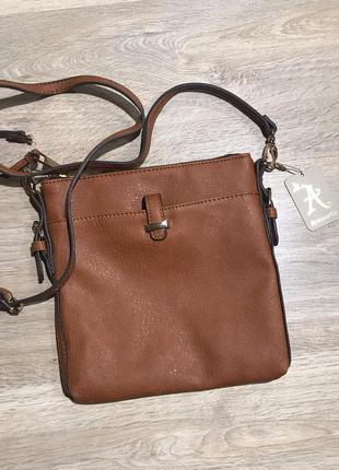 Коричневая сумочка через плечо от бренда accessorize