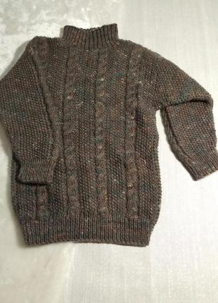 Тёплый красивый свитер вязаный  косами .