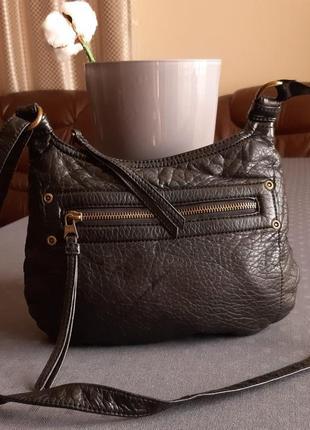 Красивая черная сумка кроссбоди фирмы marks&spencer indigo collection