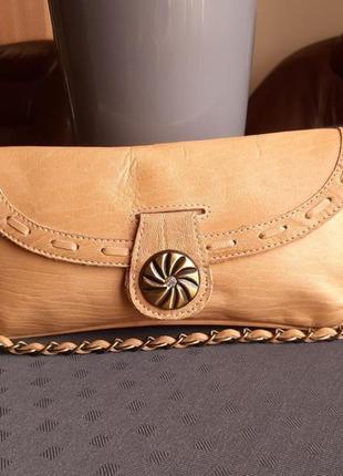 Кожаный бежевый клатч косметичка с ручкой фирмы dune в нвоом новом состоянии