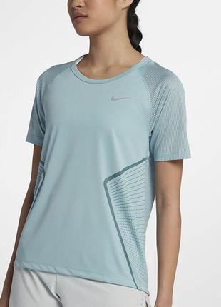 Женская футболка nike оригинал из новой коллекции.