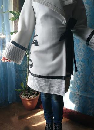 Нарядное белое пальто