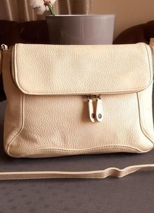 Красивая сумка кроссбоди иолочного цвета фирмы pieces