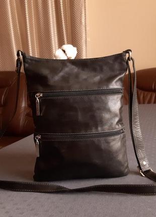 Кожаная черная красивая сумка кроссбоди made in italy