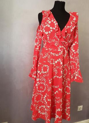 Шикарное красное цветочное миди макси платье на запах с рюшем и открытыми плечами.
