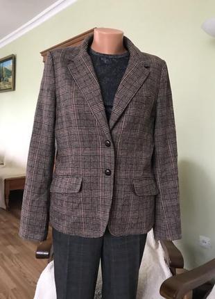 Клетчатый пиджак для полной женщины
