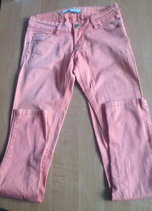 Брюки - джинсы узкачи- яркие