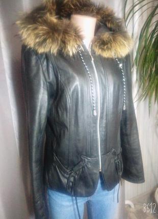 Абалденная кожаная 100% куртка с капюшоном и енотом. лайка