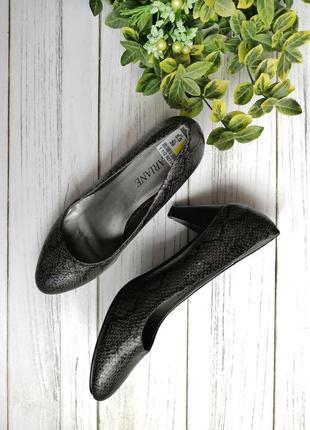 Туфельки 39 размер принт змеи, очень крутые выглядят дорого