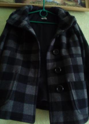 Очень хорошая драповая куртка!
