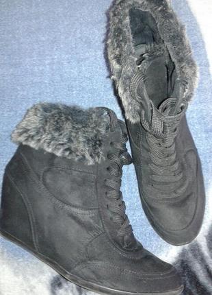 Ботинки 41 р со скрытой платформой.
