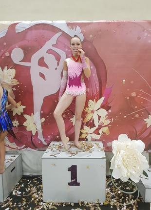 Купальник для художественной гимнастики на девочку рост 140-155 см в отличном состоянии.