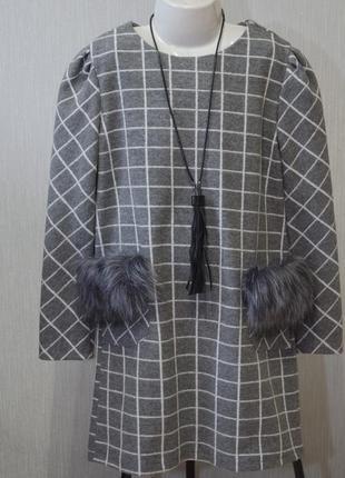Тёплое платье с длинным рукавом и кармами в квадратики