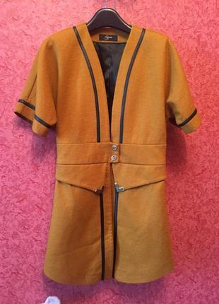 Продам красивый жакет жилет пиджак пальто полупальто