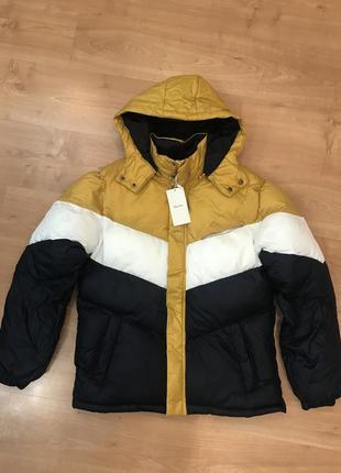 Модная и стильная куртка bershka