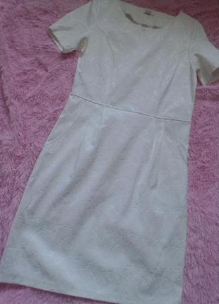 Біла сукня прямого крою