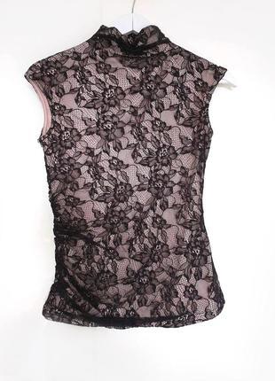 Кружевная блузка с небольшим воротничком на пуговицах