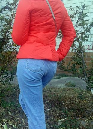 Яркая курточка benetton
