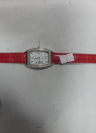Часы женские с красным ремешком