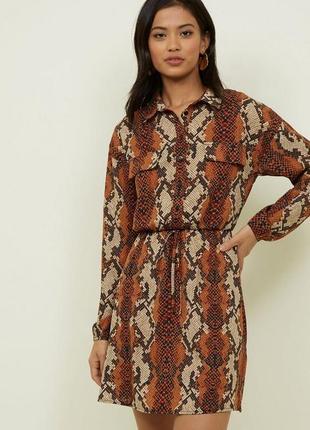 Трендовое платье рубашка анималистический змеиный принт питона от cameo rose