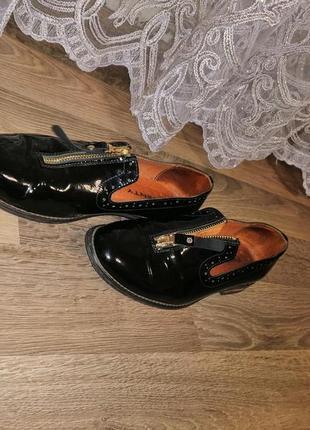 Кожаные лаковые туфли лоферы