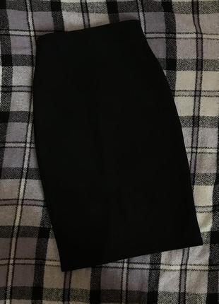 Базовая чёрная юбка-карандаш
